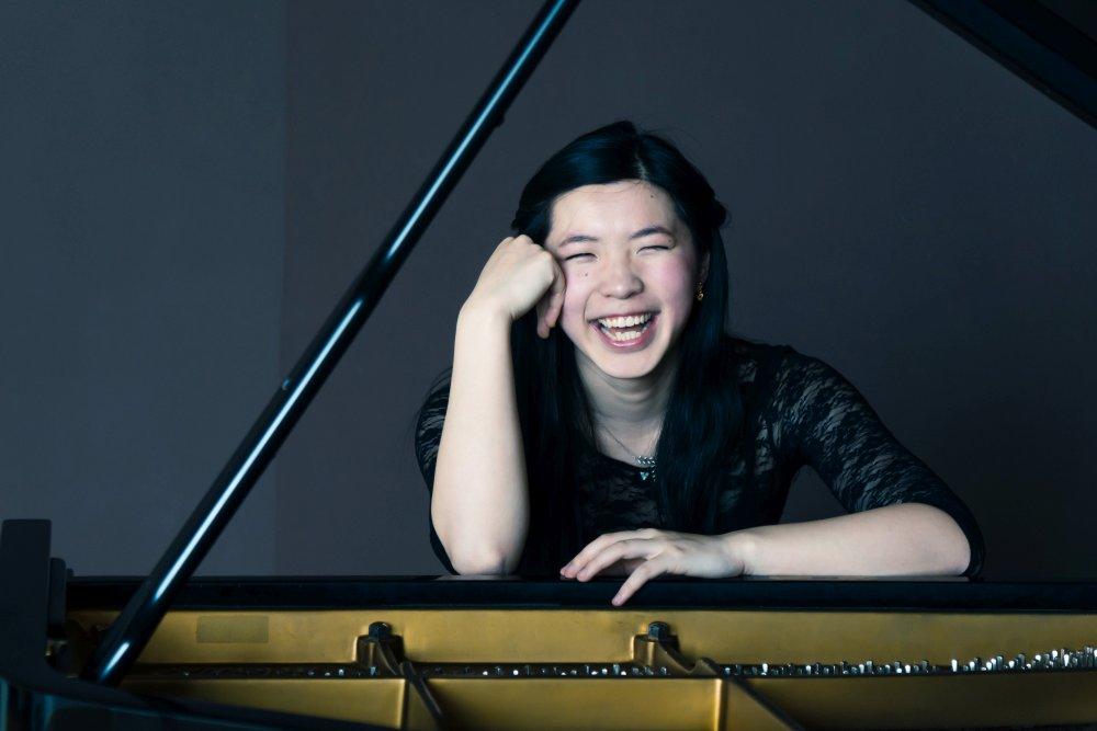Photograph: Linda Ruan at piano